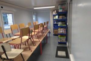 Des containers-classes durant les travaux de l'école maternelle
